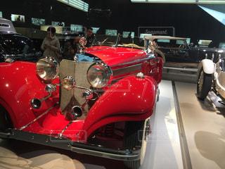 ディスプレイ上の赤い車 - No.789649
