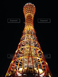 空の背景を持つ大規模な背の高い塔の写真・画像素材[791704]