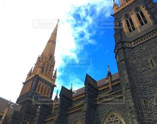 建物の側に時計城の写真・画像素材[790337]