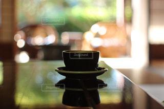 テーブルの上に花瓶の写真・画像素材[790802]