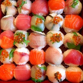 綺麗に並んだ手鞠寿司 - No.791103