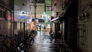 雨、路地裏、帰り道の写真・画像素材[1776329]