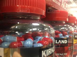 アメリカ薬のボトルのアップの写真・画像素材[791467]