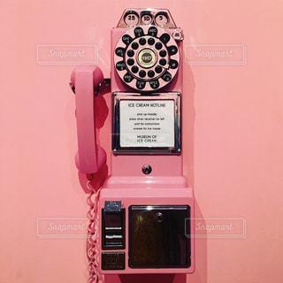 ピンクなレトロ電話の写真・画像素材[792597]