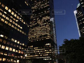 夜のオフィスビル - No.866464