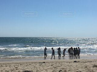 ビーチの人々 のグループの写真・画像素材[881055]