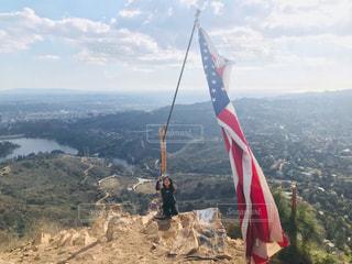 山の上、空気を通って飛んでの写真・画像素材[1065189]