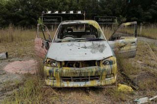 汚れフィールド側に停まっている車の写真・画像素材[793820]