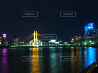 大きな橋が夜ライトアップの写真・画像素材[794591]