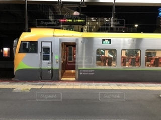 岡山駅に佇む特急列車の写真・画像素材[1896897]