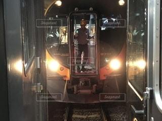 多度津駅でしおかぜといしづちの連結の写真・画像素材[1896898]