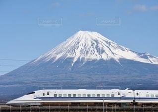 富士山を背景に走る、終焉間近の700系新幹線の写真・画像素材[3011234]