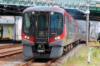 高松駅を出発する特急うずしおの写真・画像素材[3810522]