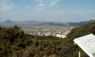 背景の山のフィールドの写真・画像素材[794834]