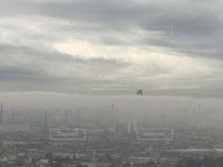 曇りの日の都市の景色の写真・画像素材[1089130]