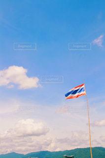 アジアの空と国旗の写真・画像素材[805958]