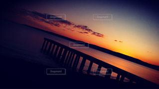 夕暮れ時の海の写真・画像素材[820376]
