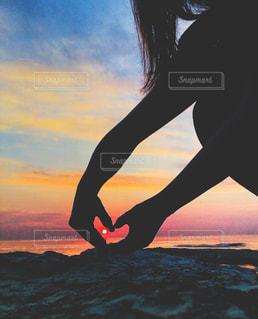 夕日をハートで掴まえたの写真・画像素材[2255584]