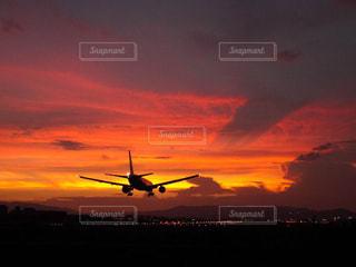夕暮れの着陸の写真・画像素材[795663]
