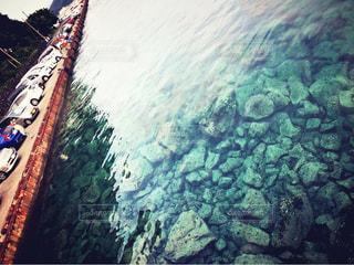 川の側の船の写真・画像素材[795779]