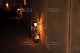 夜のライトアップされた街の写真・画像素材[1033678]