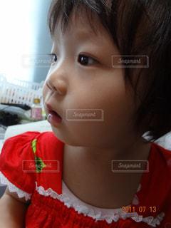 赤シャツの少女 - No.797941