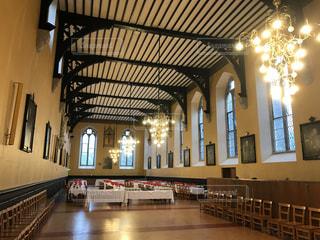 19世紀のお城跡に作られた大学の大食堂の写真・画像素材[795896]