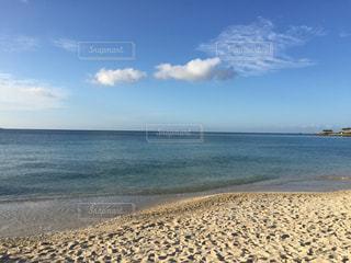 海の横にある砂浜のビーチの写真・画像素材[795968]