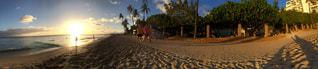 砂浜を歩いている人のグループの写真・画像素材[796126]