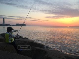 水平線に沈む夕陽を初めてて見る - No.796106