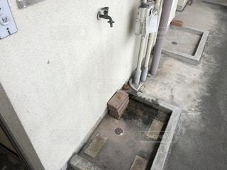 室外洗濯機置場の写真・画像素材[2389975]