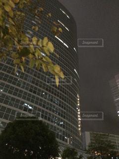 近くの塔のアップの写真・画像素材[804989]
