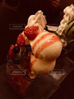 黒と皿にアイス クリームの写真・画像素材[797147]