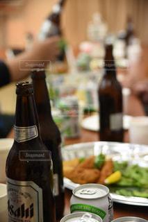 瓶ビールとオードブルの写真・画像素材[797686]