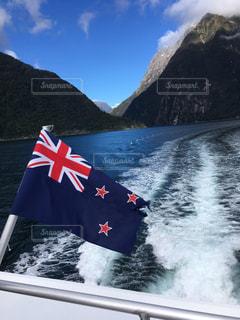 国旗と入江の写真・画像素材[798389]