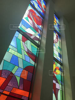 大きなステンドガラスの写真・画像素材[937000]