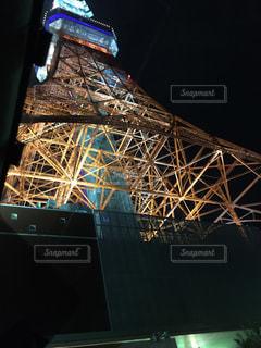 見上げる東京タワーの写真・画像素材[800350]