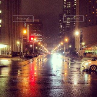 近くに夜の忙しい街のアップ - No.800888