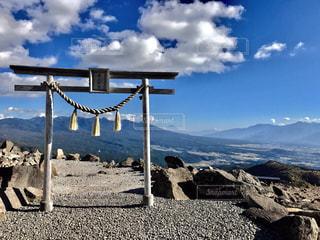 霧ヶ峰 車山山頂の車山神社鳥居より富士山をのぞむ - No.800979