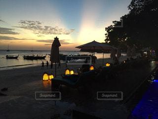 タイの離島 リペ島の夕暮れの写真・画像素材[801074]