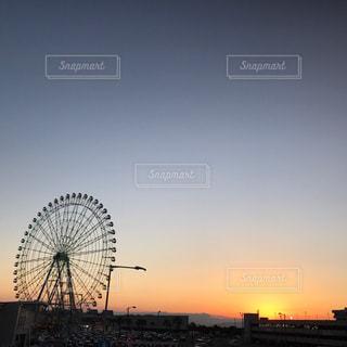 街に沈む夕日の写真・画像素材[808939]