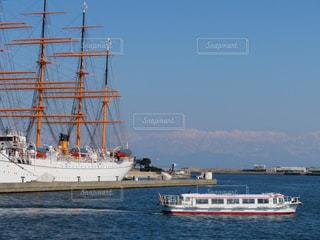 海王丸と小型船の写真・画像素材[1840824]