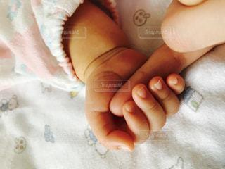 赤ちゃんの手の写真・画像素材[802806]