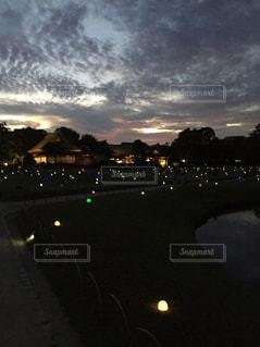 夜の街の景色の写真・画像素材[803009]