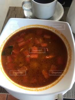 近くにスープのアップの写真・画像素材[803383]