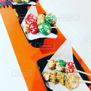 テーブルの上の寿司の写真・画像素材[1468093]