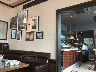 モダンインテリアが素敵なカフェの写真・画像素材[805100]