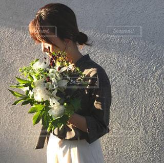 花を贈るの写真・画像素材[805628]