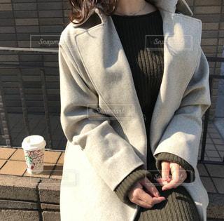 スーツとネクタイを着ている女性の写真・画像素材[853428]