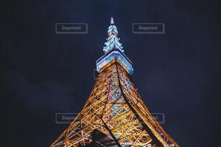 クロック タワーは夜ライトアップの写真・画像素材[870942]